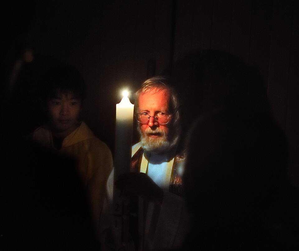 テハン神父と徹夜祭ろうそく
