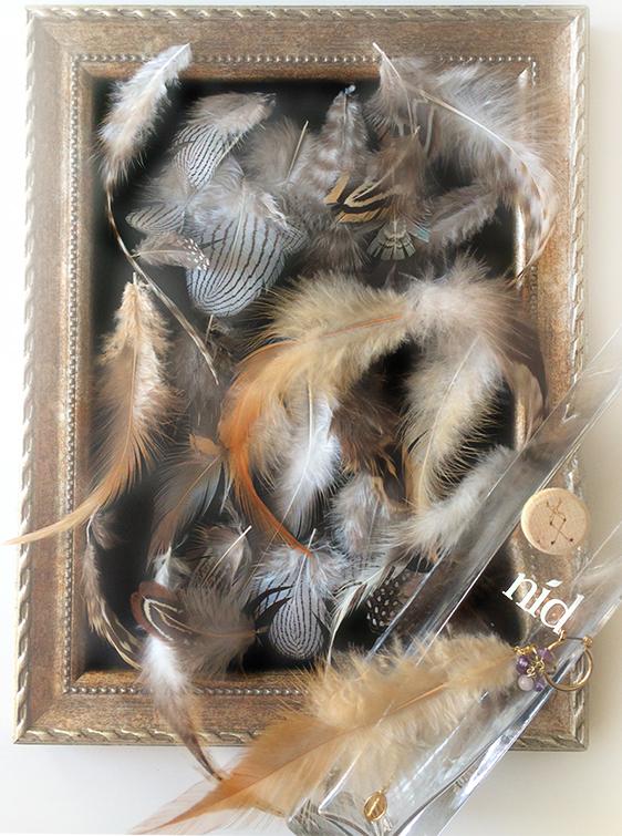 アロマチャームフェザーピアスの羽根交換フェアー。お好きな羽根をお選びいただけます。