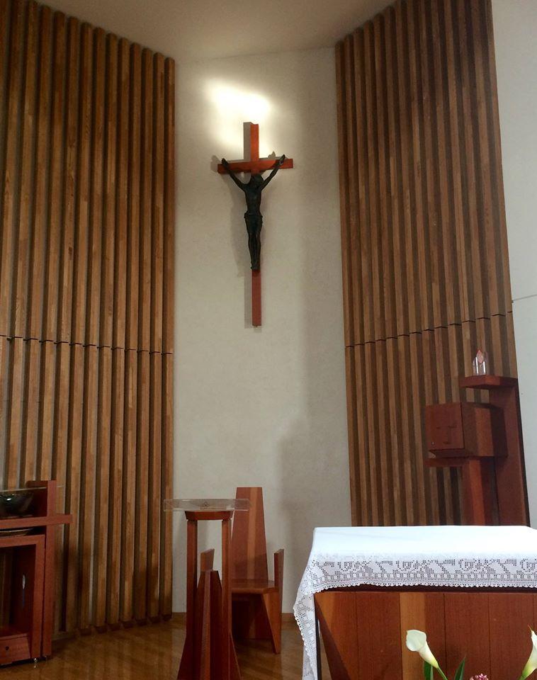 平塚カトリック教会お御堂で祈り