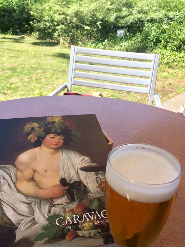西洋美術館のカラヴァッジョ展、ランチにビール