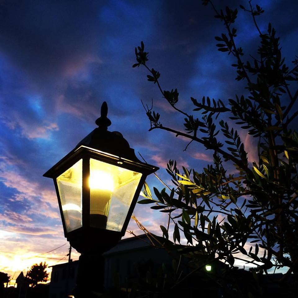夕焼けとガス灯