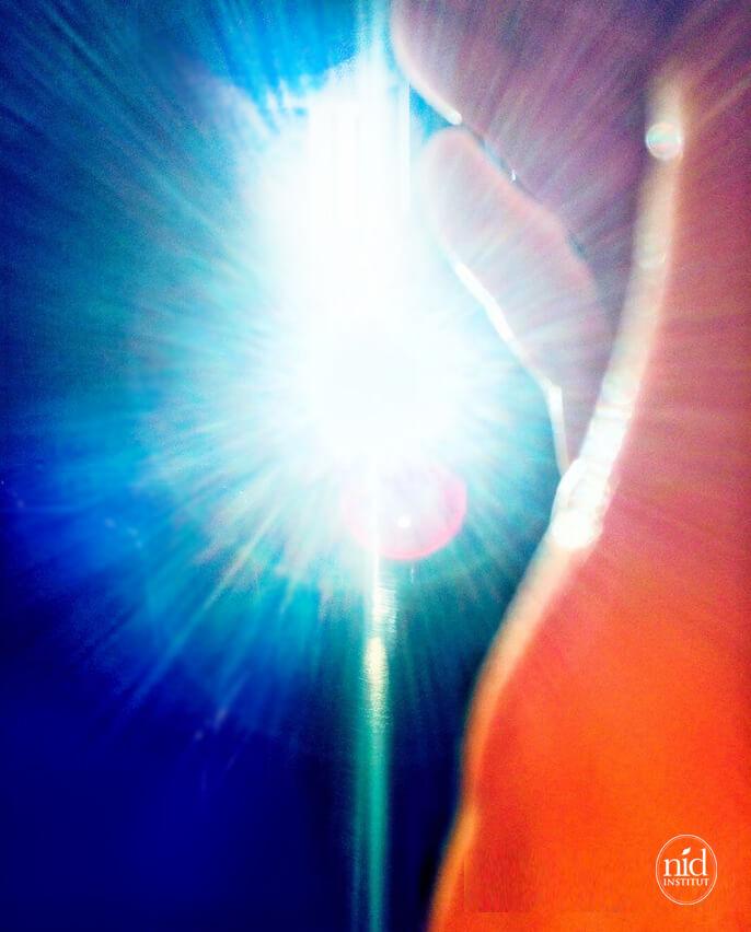 光の手 教会で