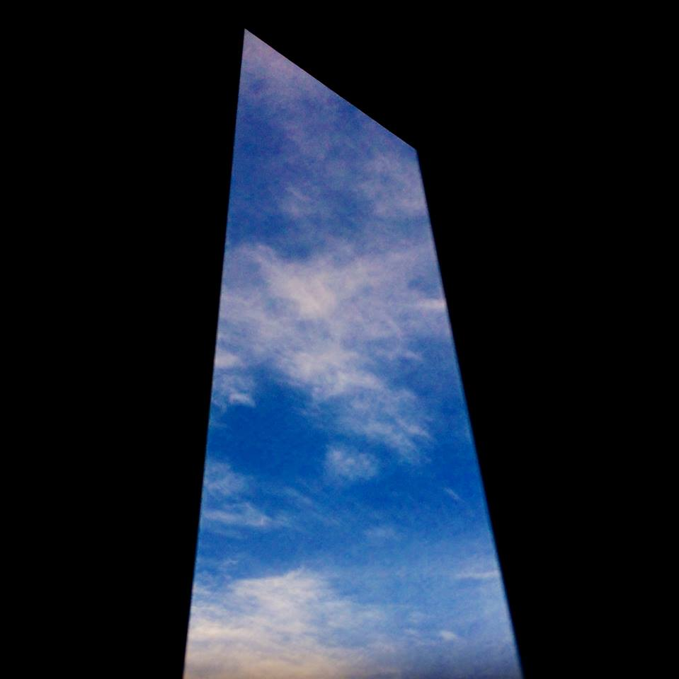 扉からの空