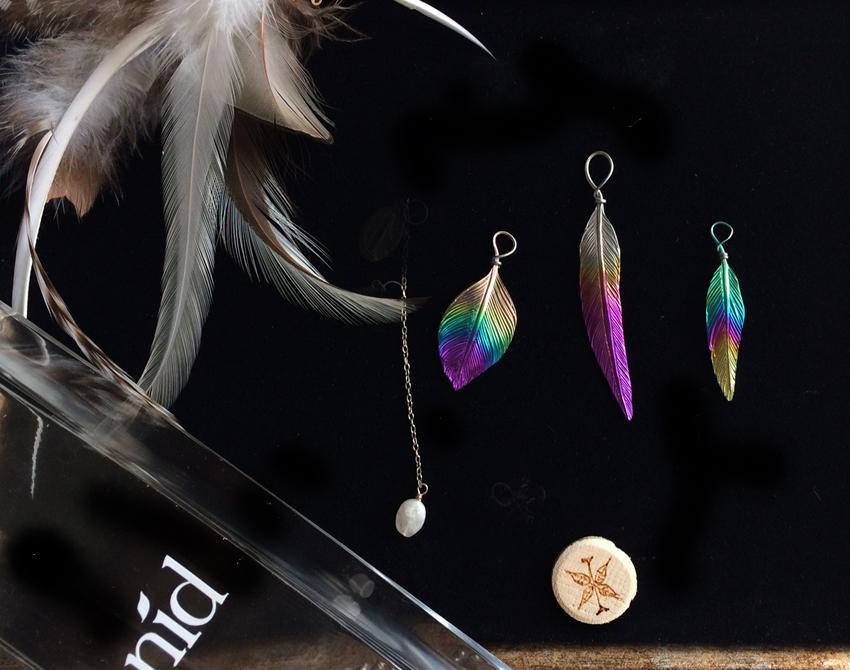 虹のチタンピアス