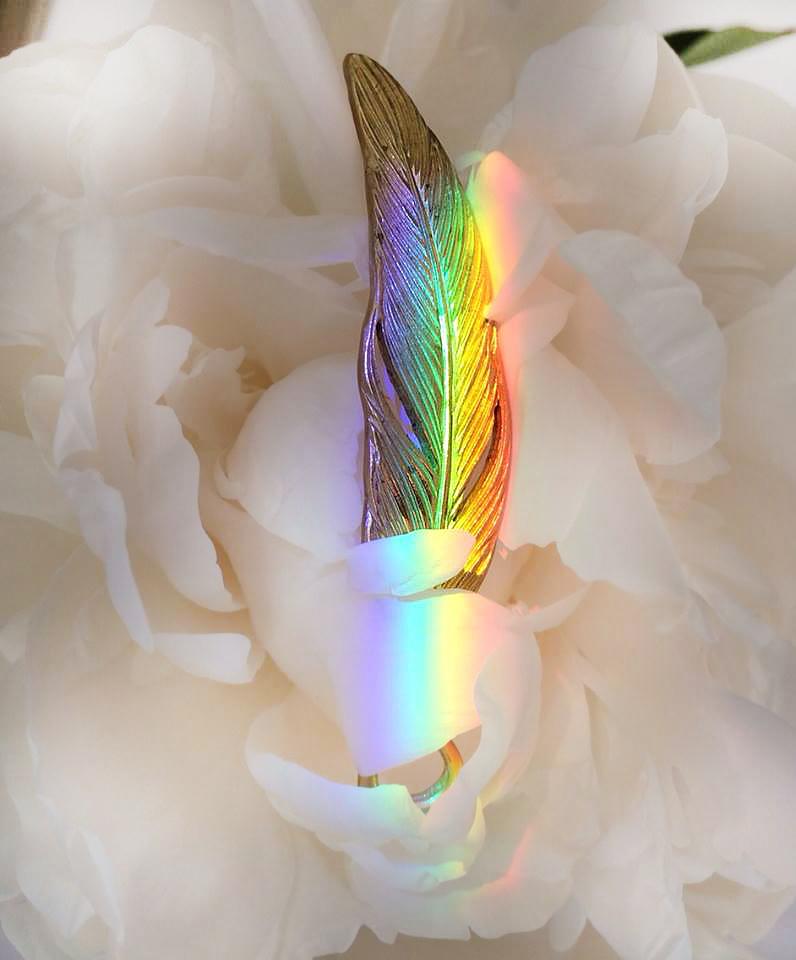 虹の真鍮の羽根