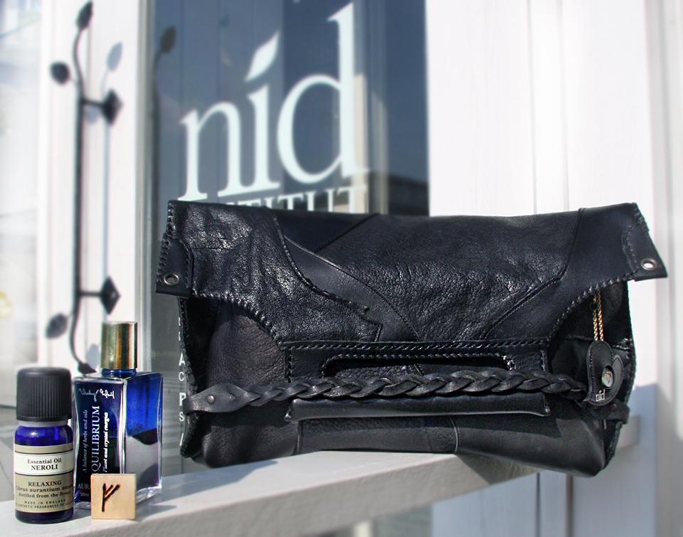 nidの世界に一つのクラッチバッグ、アロマが香り、ルーンtalismanマジック、オーラソーマカラーメッセージ