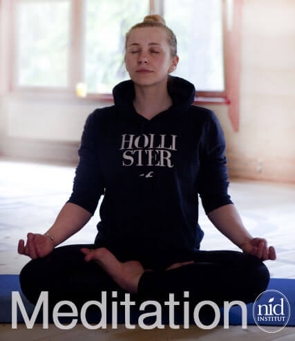 オーラソーマ会の瞑想会