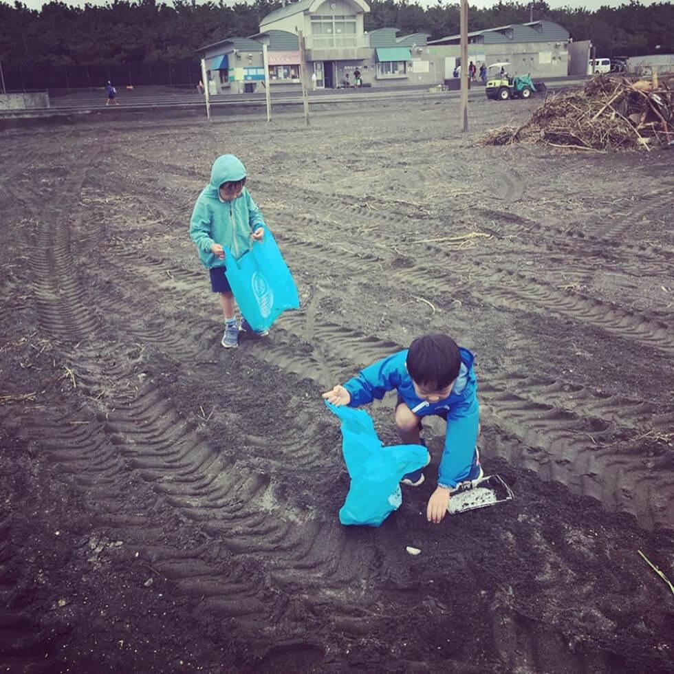子供達の海掃除3Oct 14 2019
