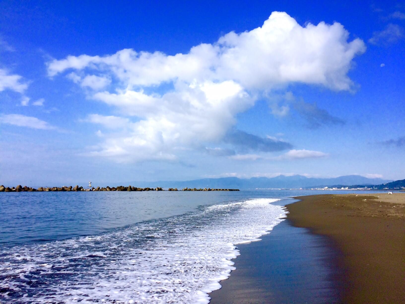 ビーチパークの日曜日の朝の海2