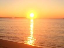 2016年初日の出ゴールドにかがやく海