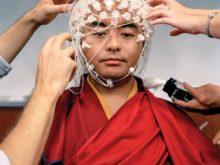 チベット僧の脳波を測る リンポチュ