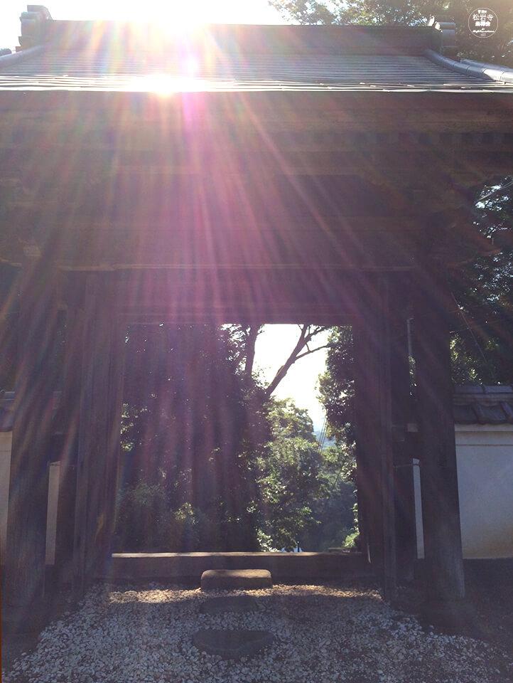 松岩寺08.6_海への門
