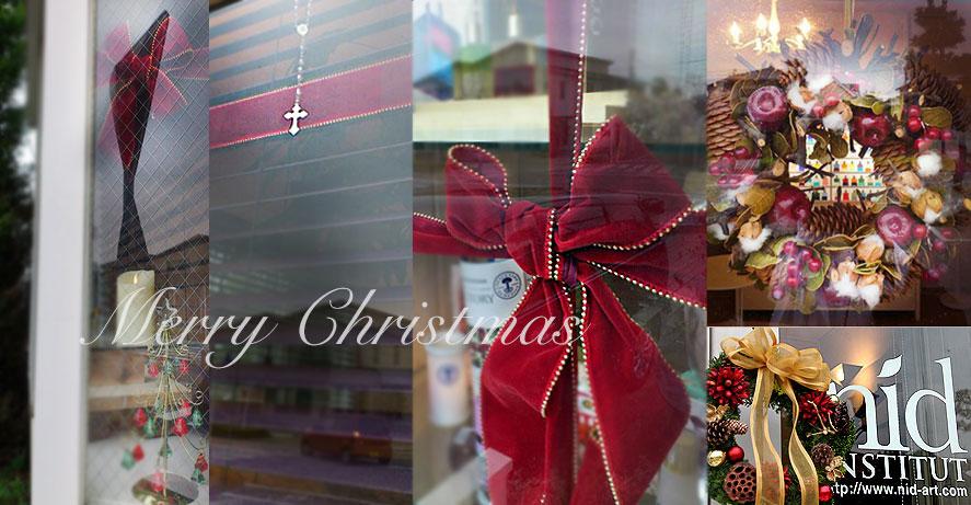 nidのクリスマスディスプレイ1。リボンで囲ってまるごとクリスマスギフト♪
