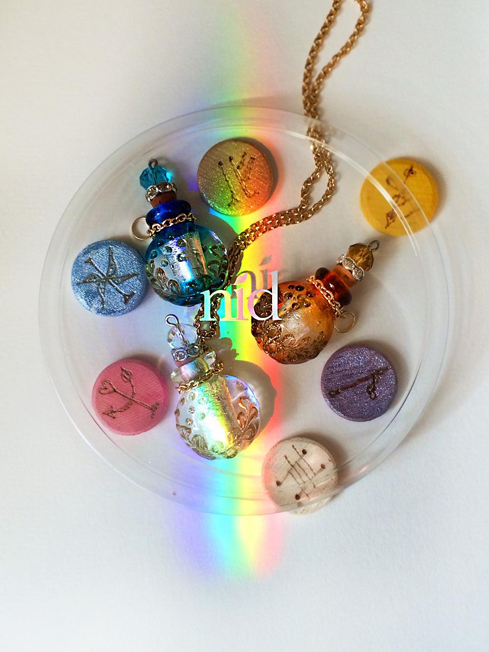アロマを入れるインポート手作り香水瓶、虹と。