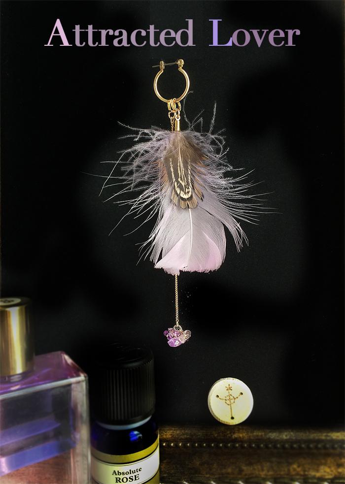 アロマの香る、羽のピアス。恋人引き寄せのピンクの羽。